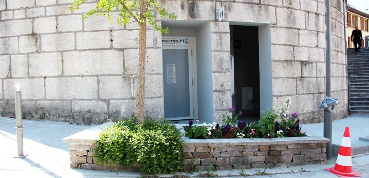 De nouvelles toilettes publiques sous l'église