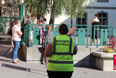 La ville recrute : surveillance des passages piétons